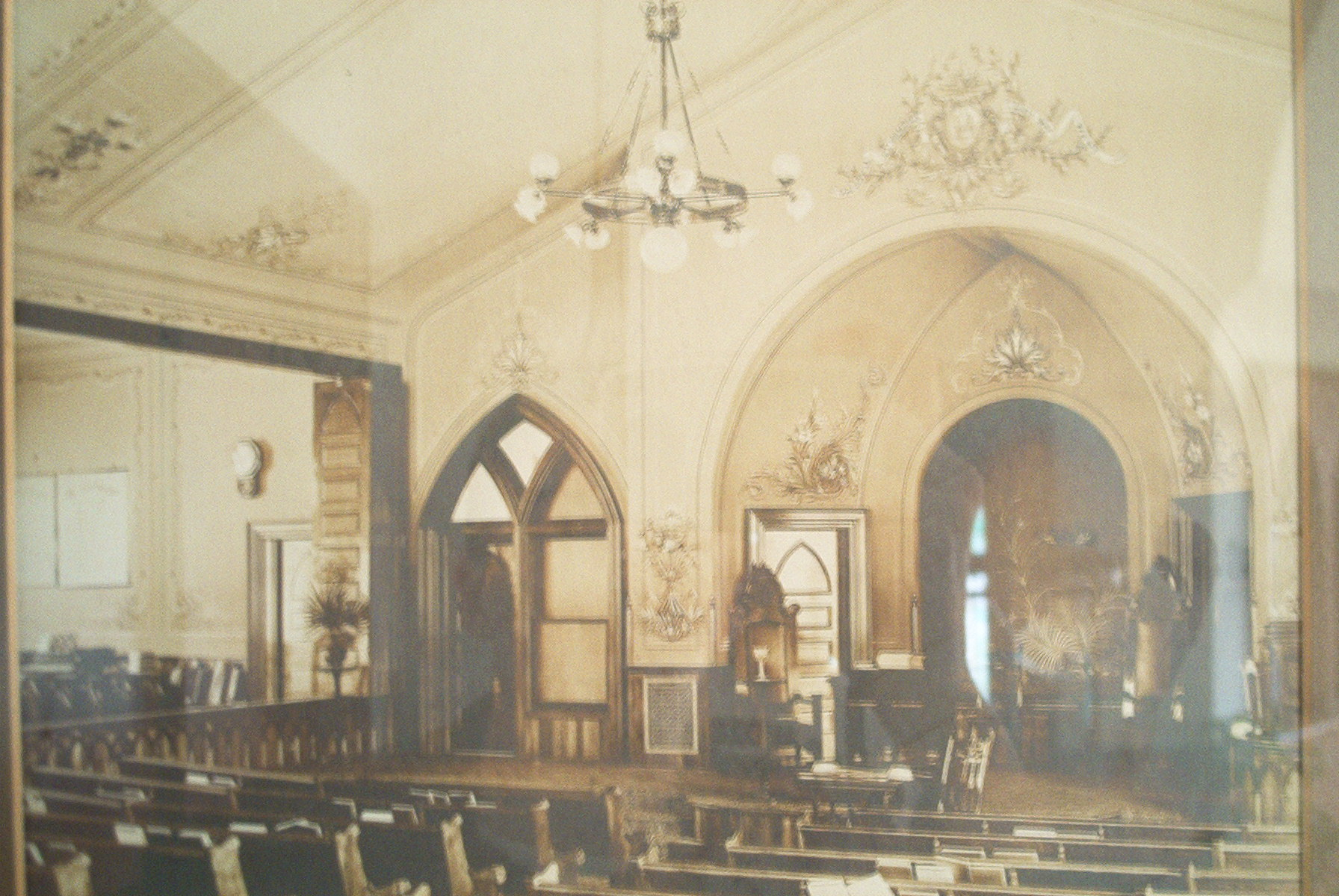 Baptist Church Interior.jpg