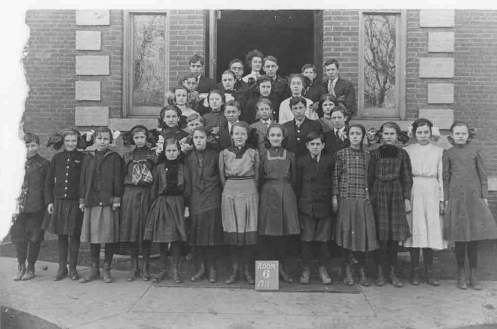 Ashland Students1911.jpg