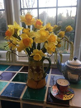 sue daffs in vase.jpg