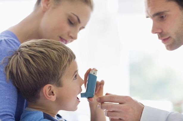 Bác sĩ có thể cho trẻ làm một kiểm tra hơi thở gọi là hô hấp ký để xem phổi của trẻ đang hoạt động như thế nào