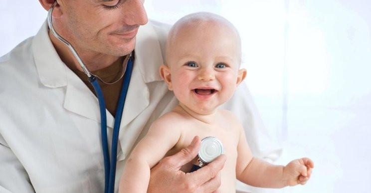 Hãy nói chuyện với bác sĩ về việc điều trị những cơn sốt cho con bạn