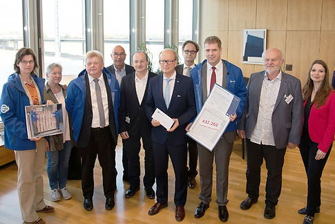 bstz_Übergabe_Landtagspräsident.jpg