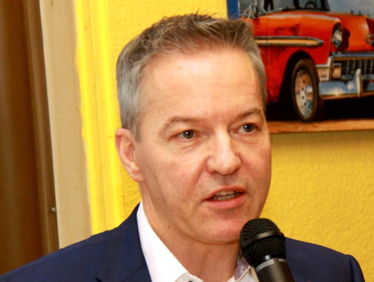 Laatzen Dr. Marco Genthe.jpg