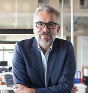 Hombre de negocios con gafas