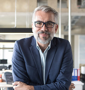 Homme d'affaires avec des lunettes
