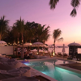Perfection at Ohana's. That sunset! ._._