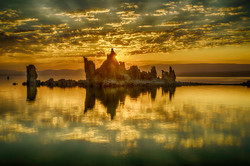 Sunrise at Mono Lake with tufa tower