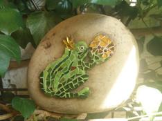 Elisabeth F.`s Mosaikfrosch auf Stein