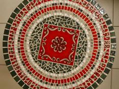 Ulrike W. Mosaiktisch aus Keramikfliesen