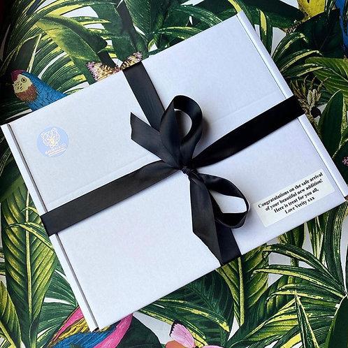 Newborn Giftbox (Babygrow & Sweater/Hoodie)