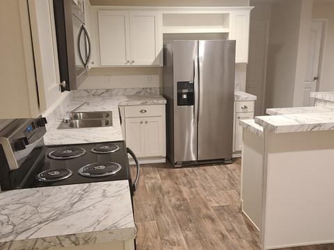Eagle 28483S - Kitchen (3).jpg
