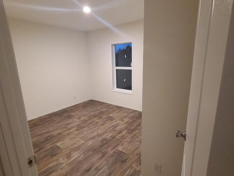 Eagle 28483S - Bedroom 3 (1).jpg
