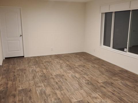 Eagle 28483S - Living Room.jpg