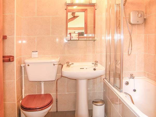 The hayloft, en-suite bathroom, The Old Mill Holiday Cottages, North Wales