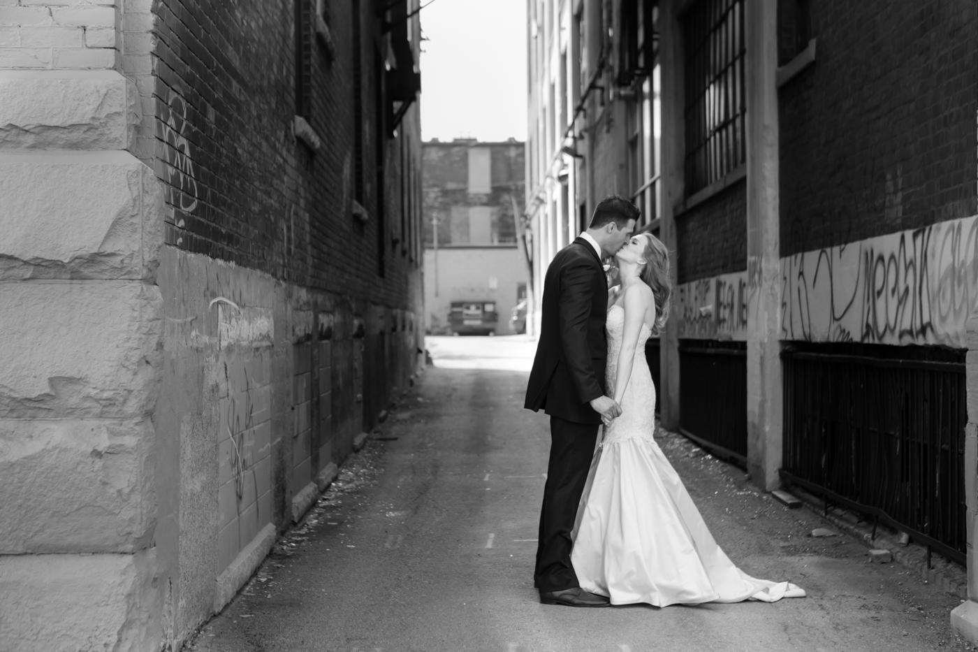 MrMrsKragten_Bride+Groom_Allison Clark Photography-113
