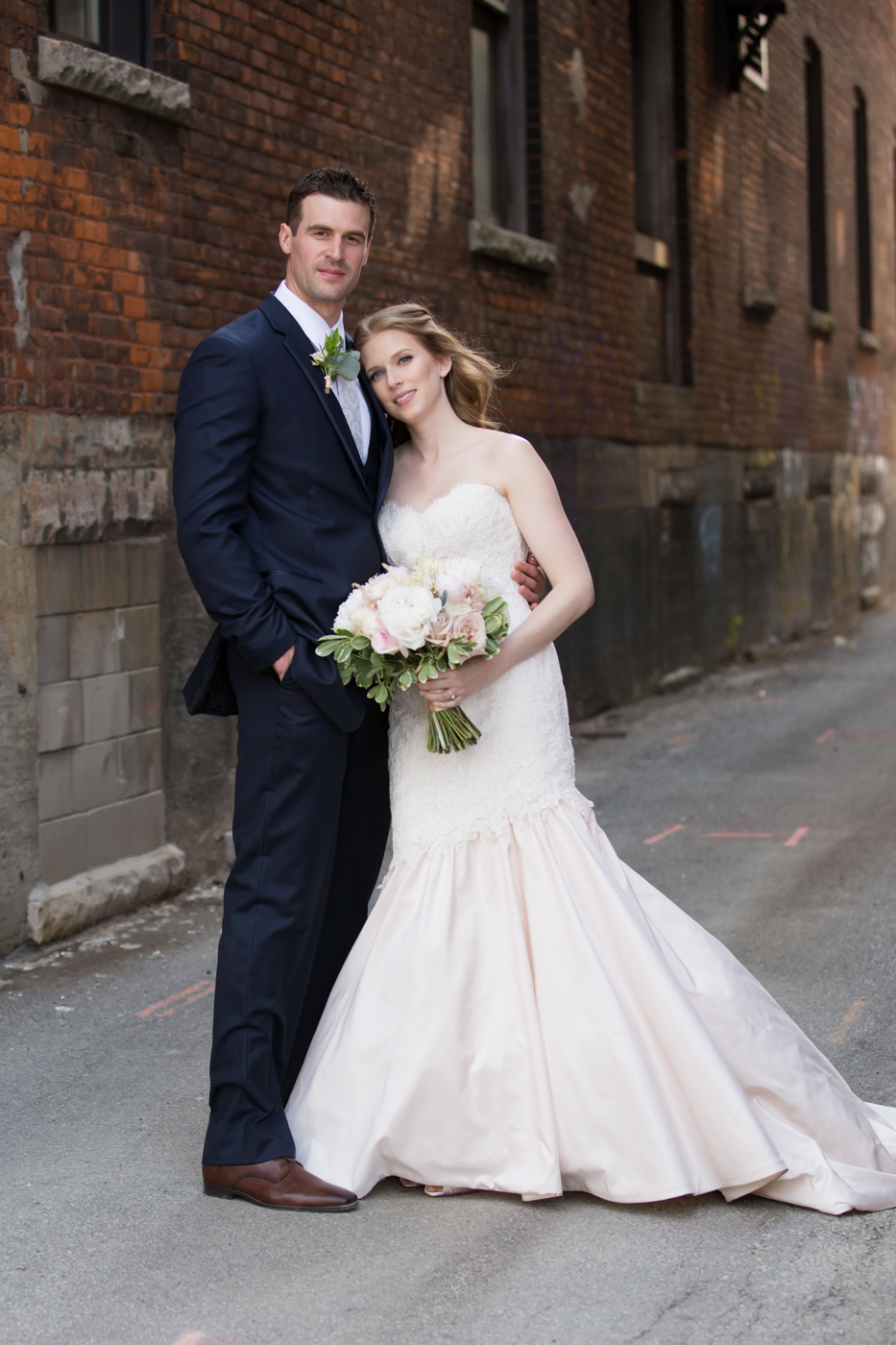MrMrsKragten_Bride+Groom_Allison Clark Photography-115