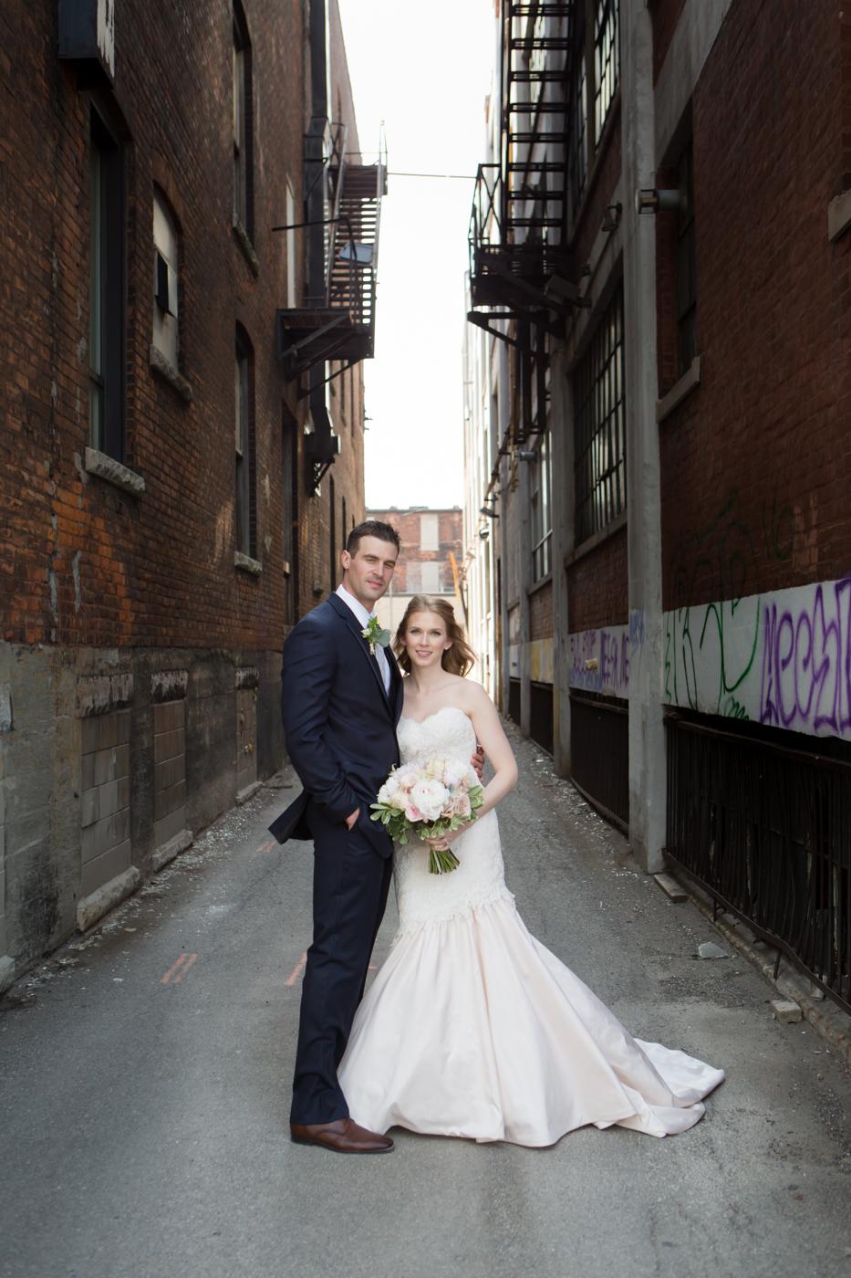 MrMrsKragten_Bride+Groom_Allison Clark Photography-110