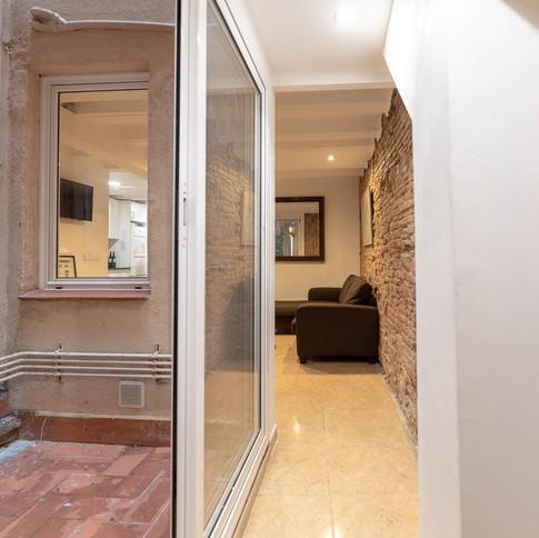 002 Hallway with patio 0B5A3023.jpg