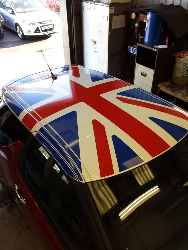 Mini flag roof
