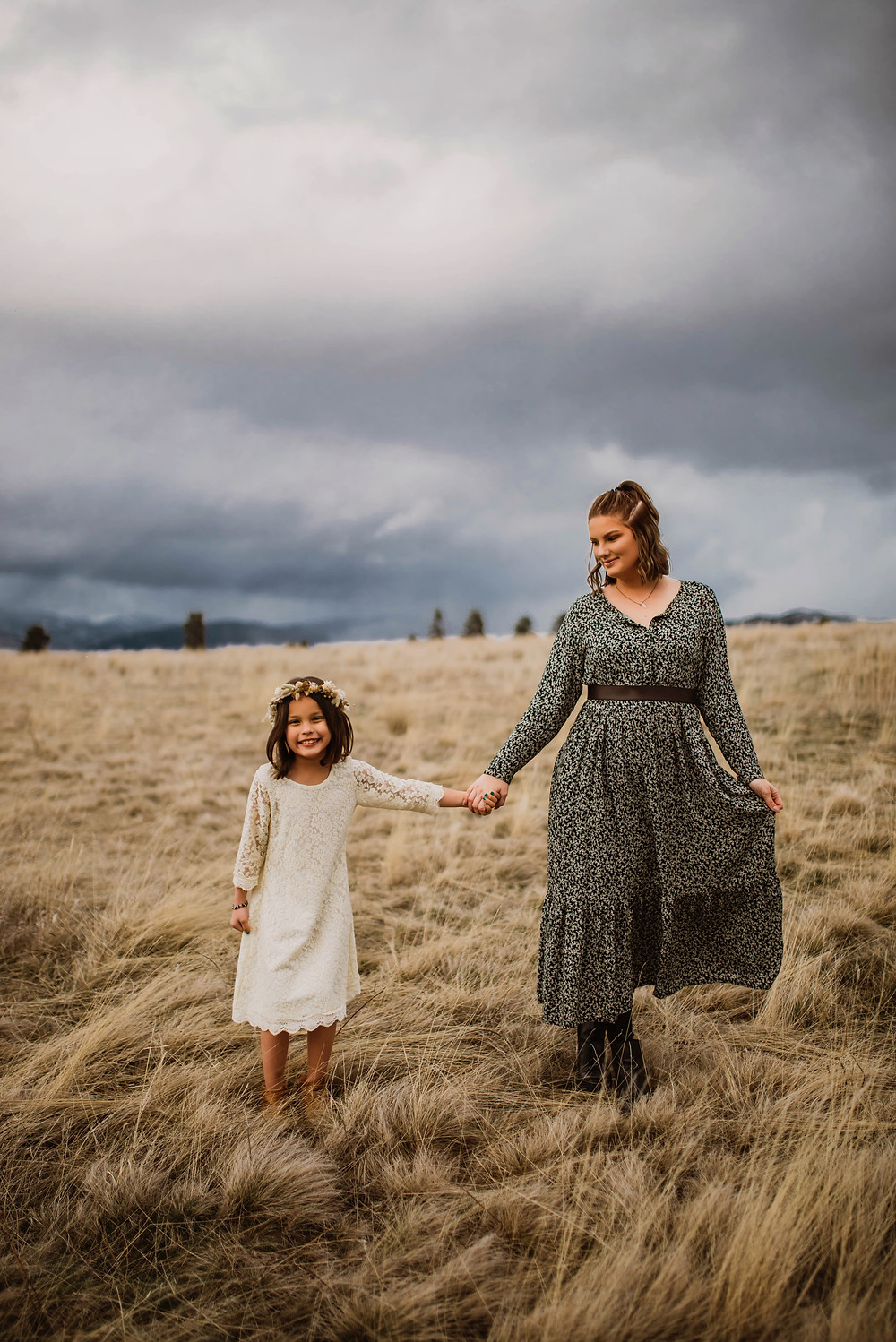 Infinite Photography and Film Missoula is hosting a Mother's Day mini session fundraiser to support the local Missoula YWCA for domestic abuse shelter. Infinite Photography and Film will be collaborating with Earth Within Girls and Earth Within Flowers.