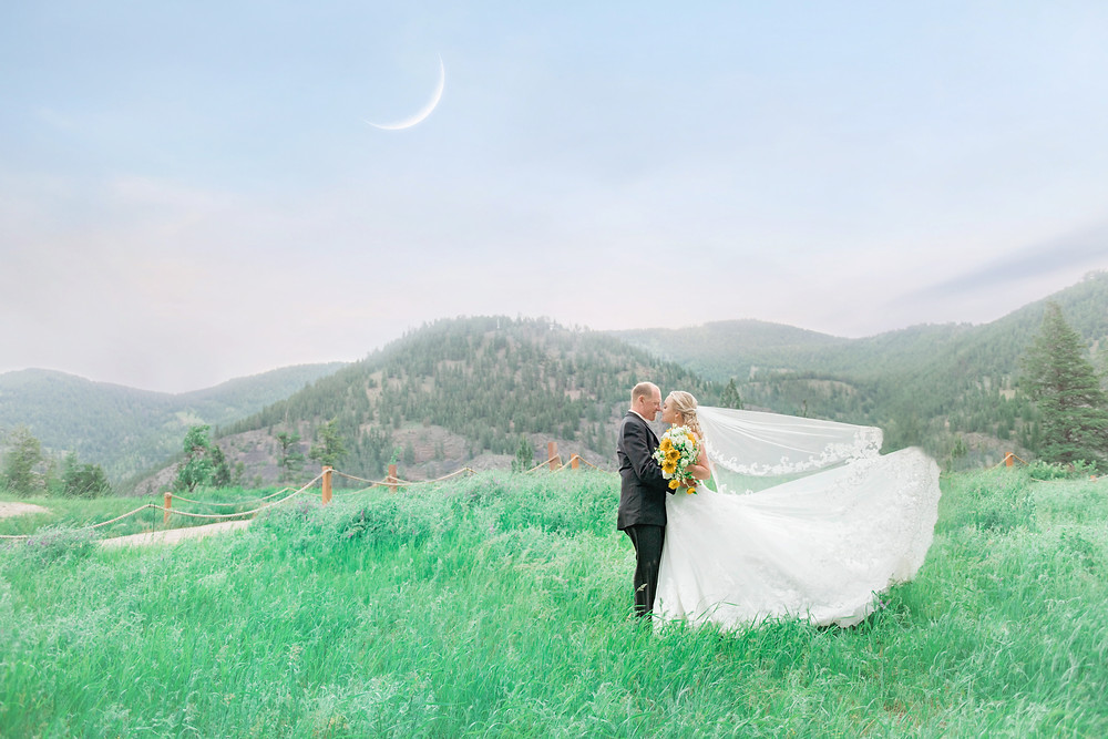 Missoula Wedding Photographer - Infinite Photography Missoula - Montana Wedding Photographer - Photographers - Engagement Photographers - Best - White Raven Venue - Montana