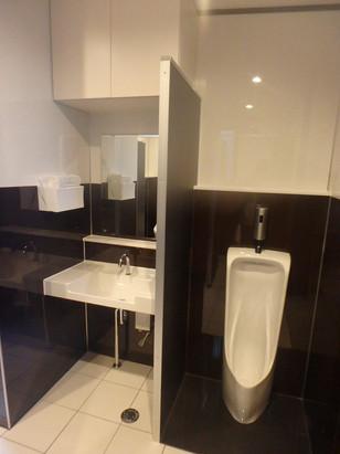 D事務所 屋外トイレ