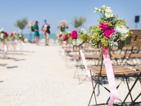 Pros and cons to a destination wedding