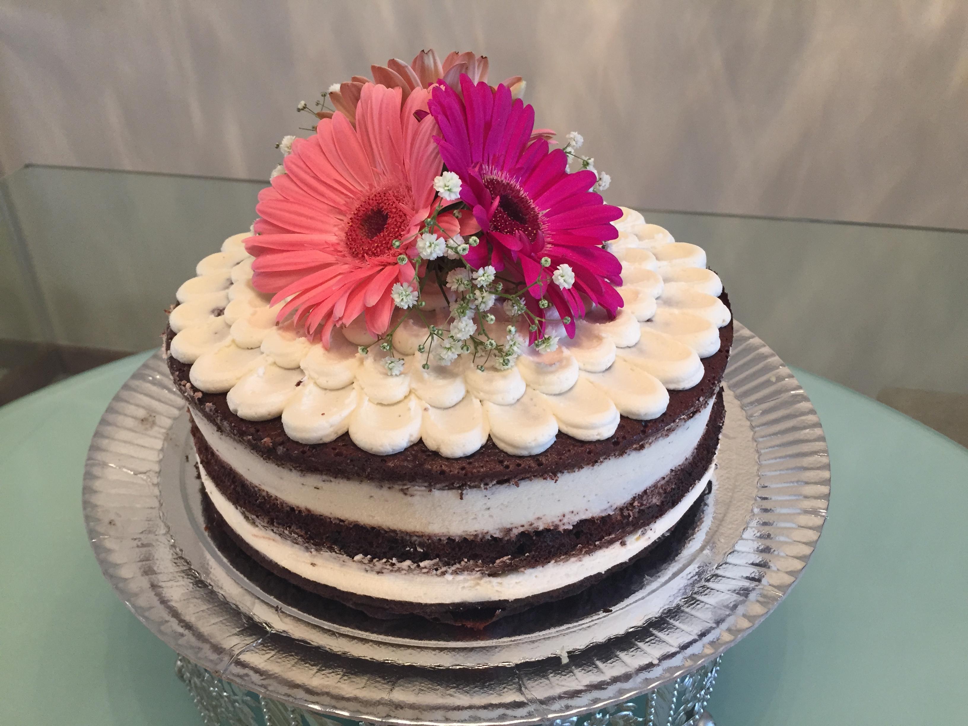 Naked Cake com recheio de nozes