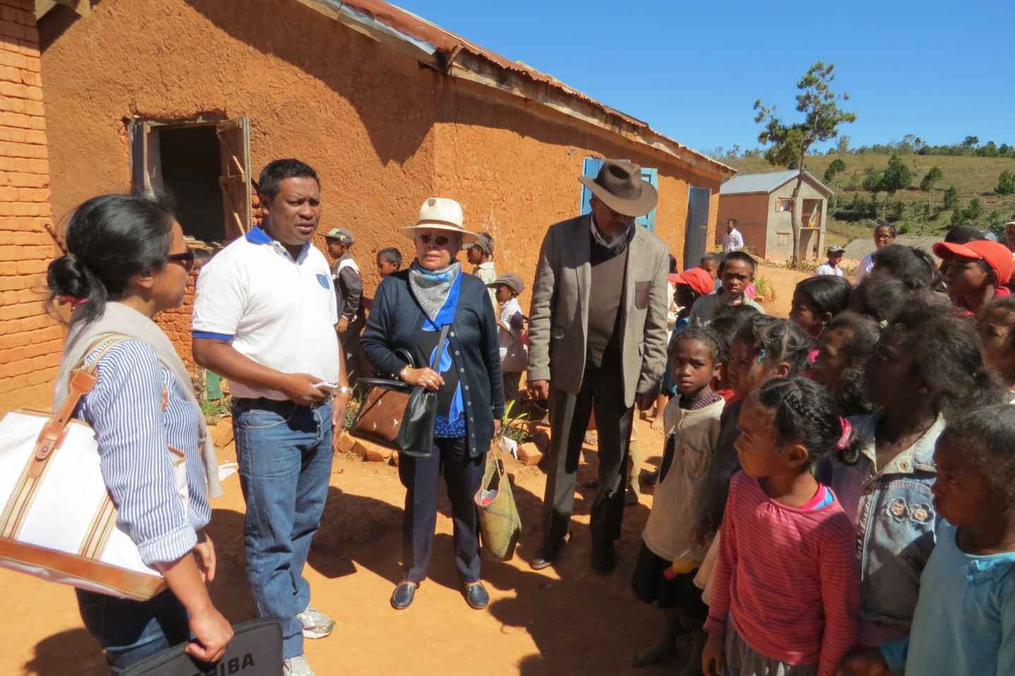 Avec le Maire d'Andramasina