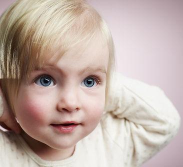 Blonde de la muchacha del bebé