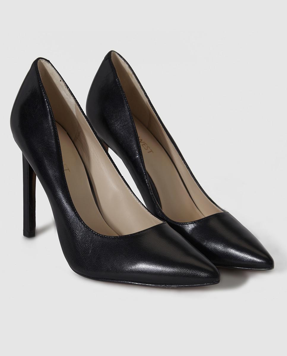 Usa zapatos de tacón o de plataforma