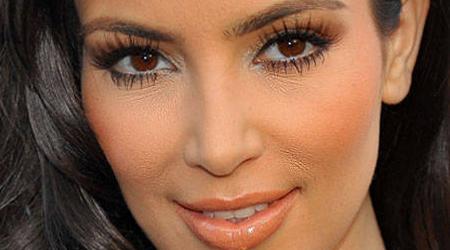 5. Usar mucho maquillaje o muy poco