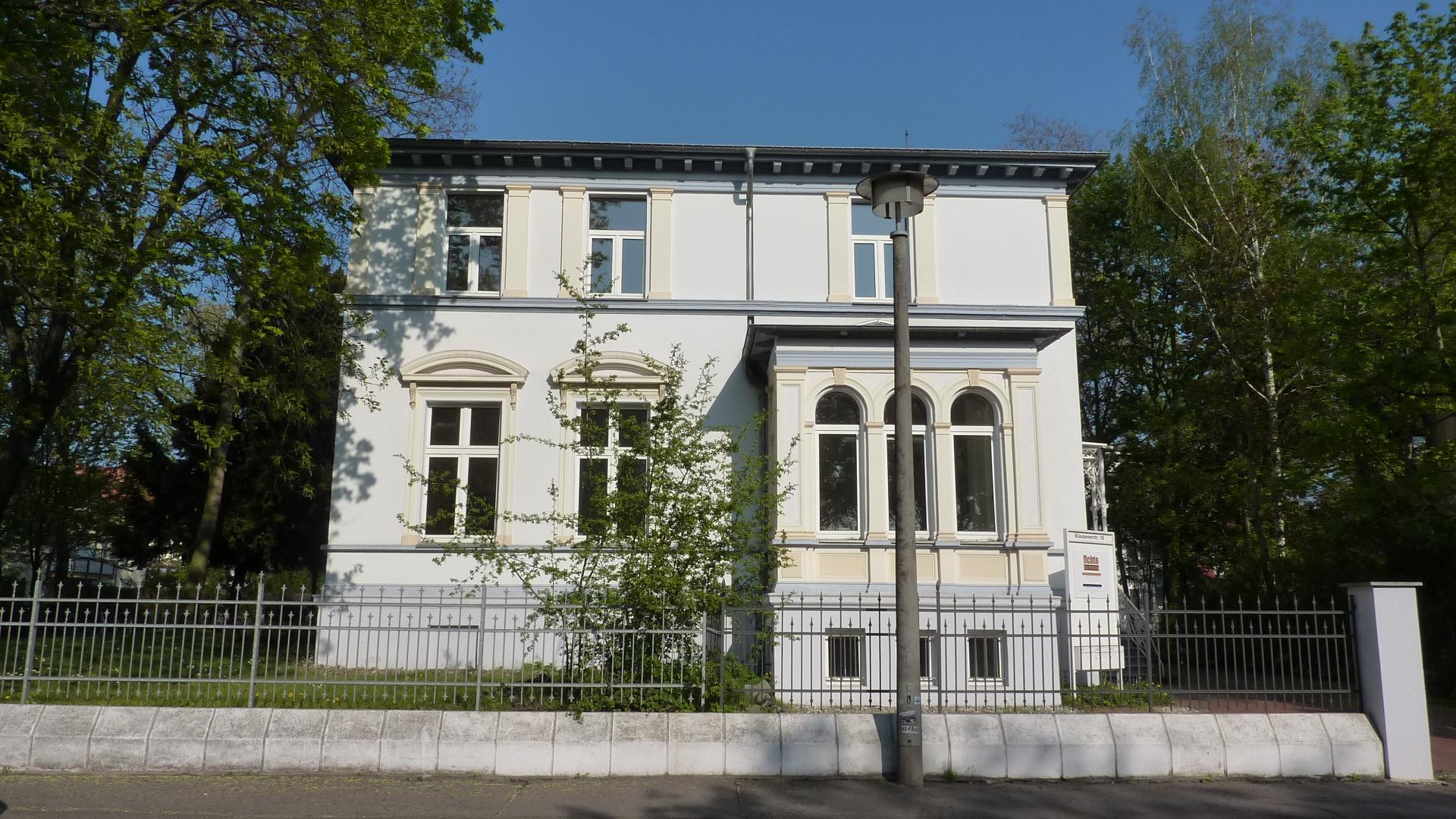 Villa.Front (2)