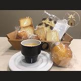 un cafe i una magdalena.JPEG