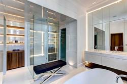 Habillage Mural en marbre d'une salle de bain