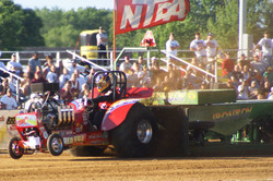 TRACTOR & TRUCK PULL
