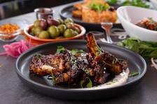 Côtes levées sésame & lime, Olives, Tartare de saumon
