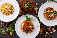 Carbonara, Bolognaise, Légumes et Feta