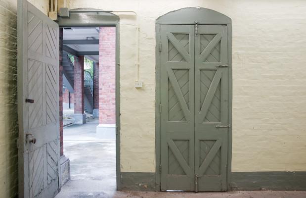 Room 12, doors, 2