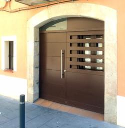 entrada primer local Canpedró
