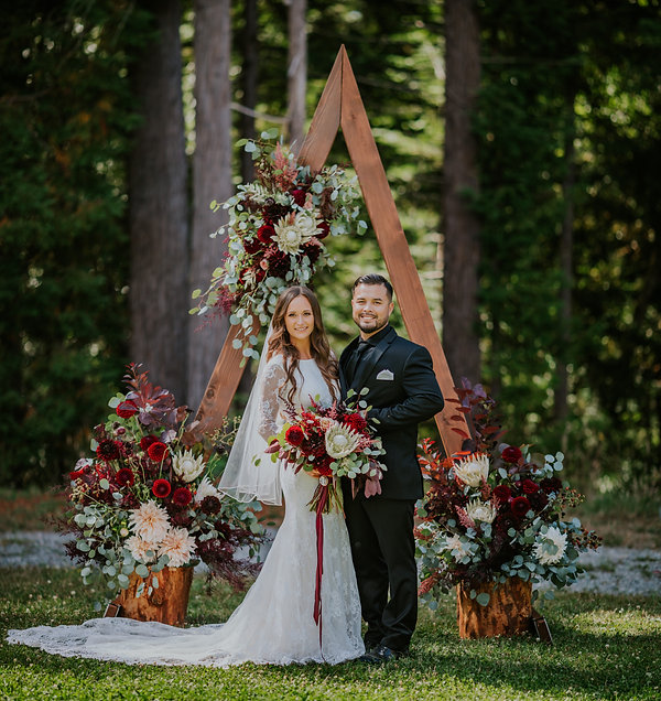 Seattles Best Wedding Photographer | PNW Wedding | PNW Bride | Seattle Bride | Tacoma Wedding Venue | Trendy Bride | Chic Bride | Bellevue Wedding Venues | Wedding Arch