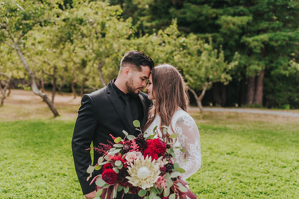 Seattles Best Wedding Photographer | PNW Wedding | PNW Bride | Seattle Bride | Tacoma Wedding Venue | Olympic View Wedding Estates | Lake Stevens | Bellevue Wedding Venues | Wedding Arch