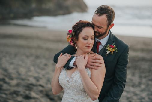 Washington Bride   Seattle Wedding Photograhper   Lace Wedding Dress   The Edgewater House   Olalla Washington