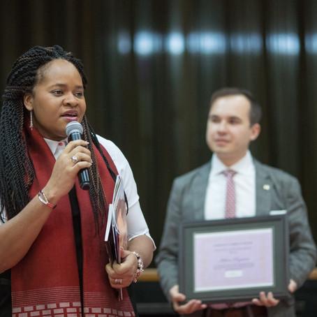 """La fondatrice de Africa Mondo récompensée au Québec,""""Femme Leader"""""""