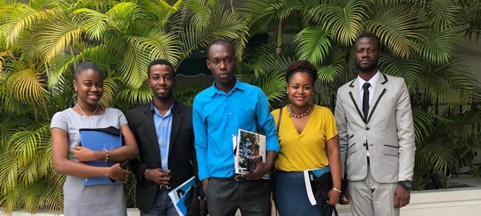 Stéphanie Adrien à la sortie d'une réunion avec des collègues à Port-au-Prince (Haïti)