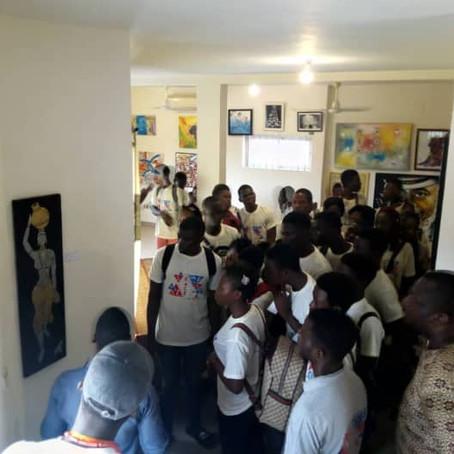 Les étudiants de l'Université Abomey-Calavi visitent l'exposition contemporaine du MHNA Bénin