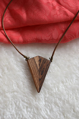 Manifestation Wooden Necklace I Collier en bois