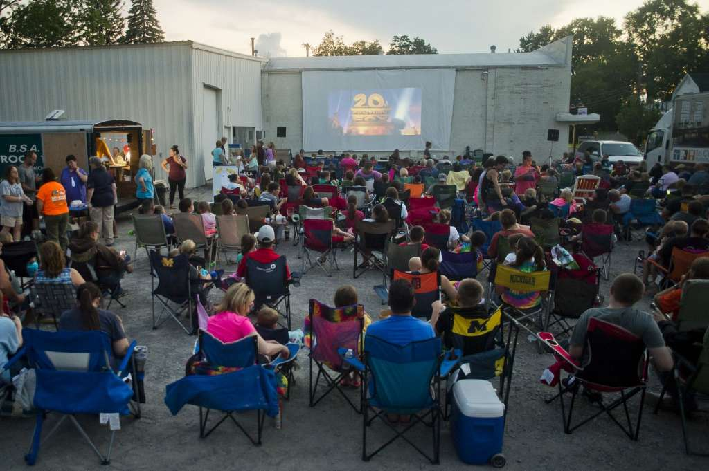 Movies Under The Moonlight In Auburn Boss Baby Outdoor Movies