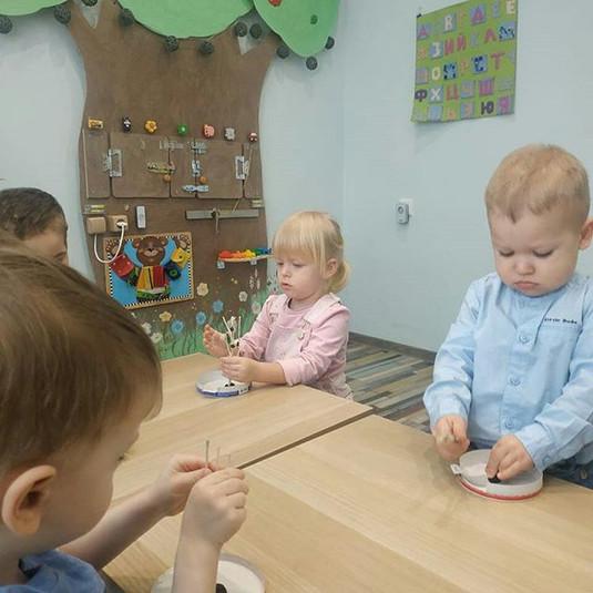 Малыши в садике на творческих занятиях р