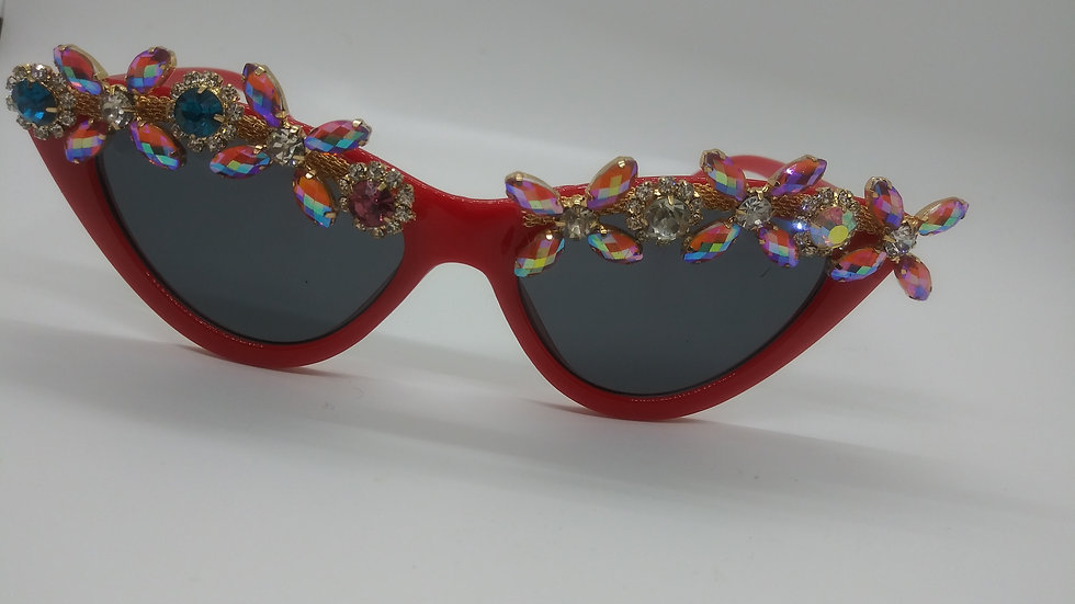Red tiara cateye frames